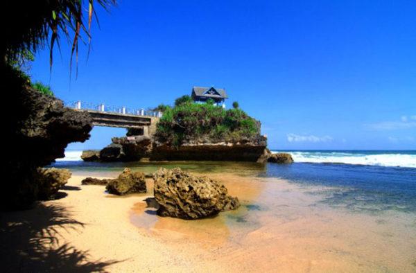 Pantai Kukup – sumber gambar : wisatanesia.co