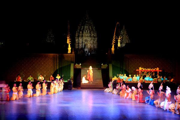 Ramayana Ballet di Prambanan – sumber gambar : waptourindo.com